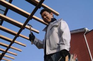 屋根の工事をしています!